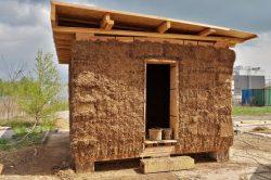 Studenty zkonstruovaný slaměný dům má přinést cenné poznatky