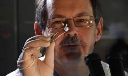 Proč vědci rozbíjejí diamanty?