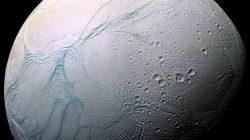 Jak hluboko je oceán na Enceladu?