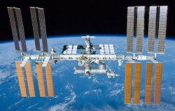 Na ISS míří trojice nových astronautů