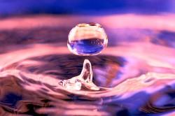 Červené světlo snižuje viskozitu vody