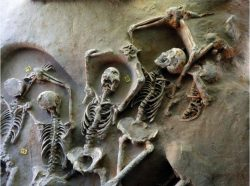 V athénské nekropoli objeven záhadný hrob