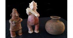 V 1700 let starém hrobě nalezeny zvláštní sošky