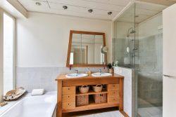 V moderní koupelně najdete relaxaci, účelovost i nápaditost