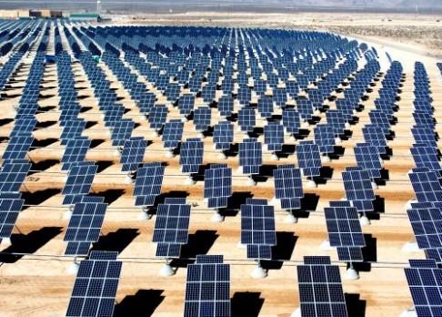 Na Měsíci vznikne solární elektrárna
