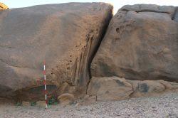 Čeští egyptologové zkoumají tajemné díry vyvrtané do skal