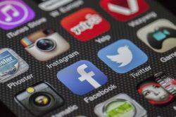 Nadužívání sociálních sítí nás dělá osamělými