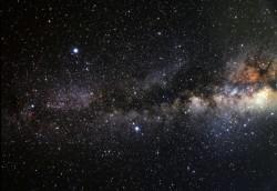 Vesmír je starý 13,799 miliardy let